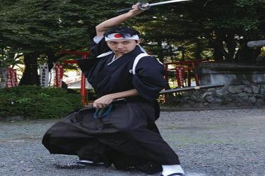 סמוראי יפני עם חרב